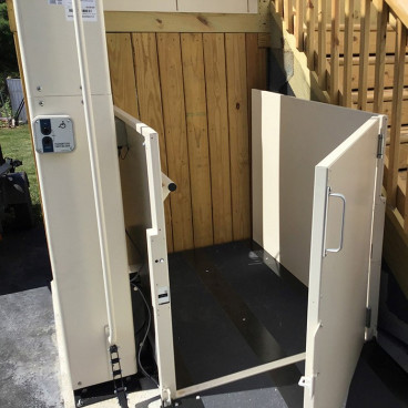 platform gate on commercial wheelchair lift