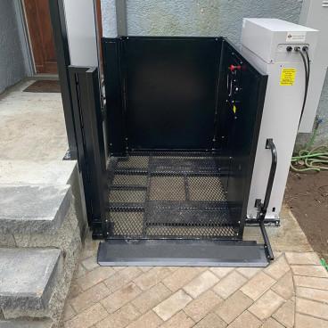 90 degree access porch lift