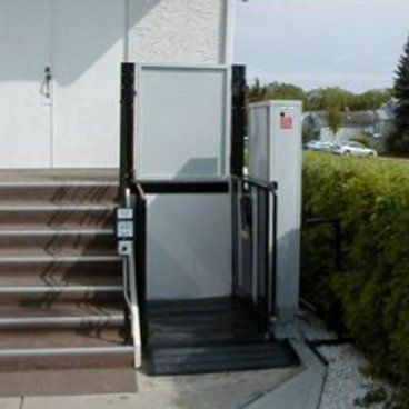 Commercial lift for outdoor use