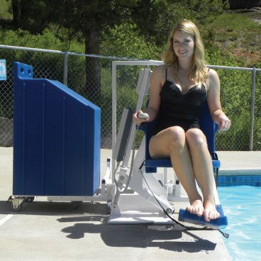 Portable pool lift for hotels and physio
